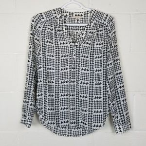 41 Hawthorn Houndstooth Roll Tab Blouse, Size XS